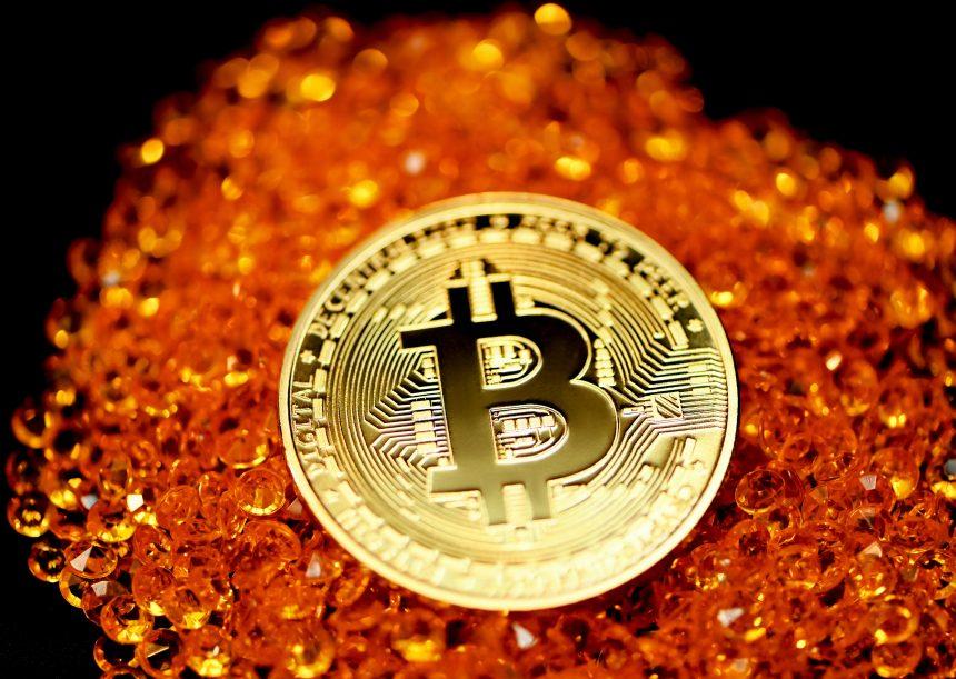 Los datos en cadena de Bitcoin muestran una disminución en las salidas de BTC, ¿un colapso entrante?