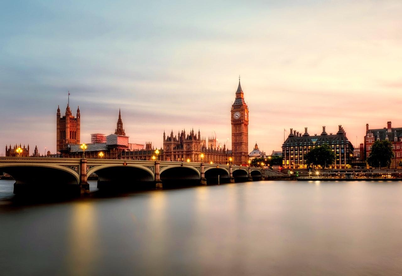 El Banco de Inglaterra busca fortalecer las regulaciones sobre criptomonedas