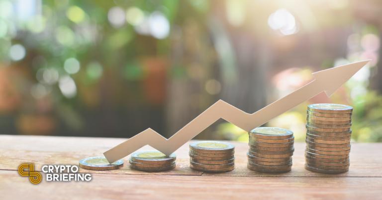 La curva se rompe en un nivel anual alto a medida que disminuye la oferta de tokens