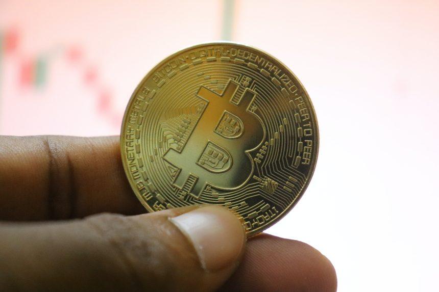 Los datos en la cadena muestran que los mineros de Bitcoin retrasan las ventas a pesar de que BTC supera los $ 57k