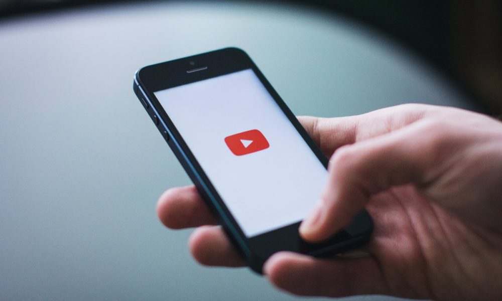 YouTube implementa la reproducción continua del móvil al PC